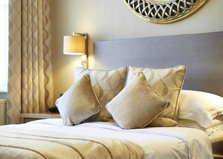 Best Western Plus Dean Court Hotel, York